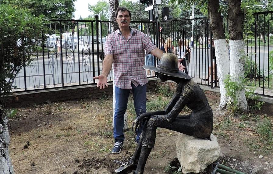 У скульптуры нет языка, да он ей и не нужен…